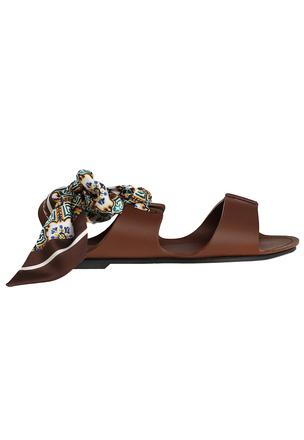 Кожаные сандалии с шелковыми завязками
